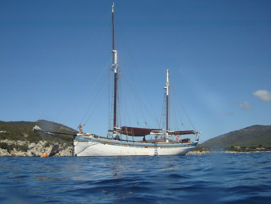 The Andrea Jensen Boat Trip : The Boat from the water