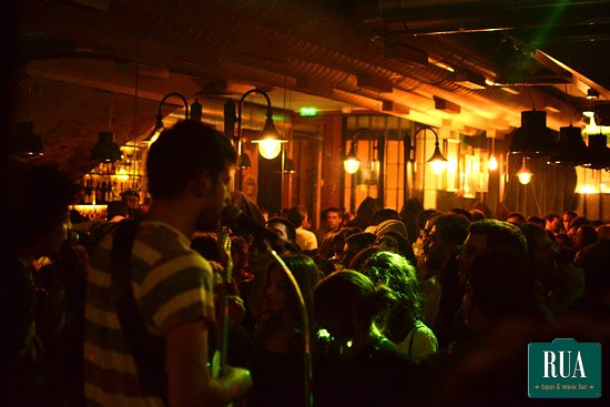 Rua- Tapas & Music Bar: Concert - Thursdays to Saturdays after midnight!!