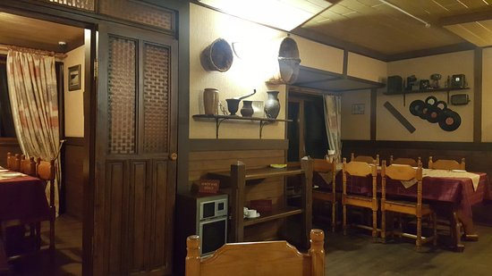 Proshly Vek Cafe: Restaurant interior