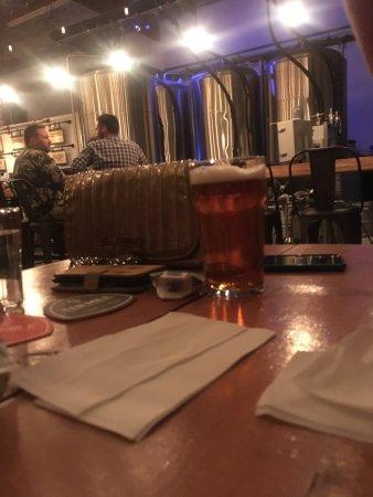 Signal Hill, Kalifornien: 8 Hidden Hollow Kentucky Common at 5.2% nice beer looks dark drinks light