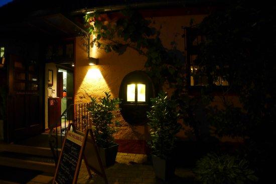 Hörstein, Deutschland: einladende Gemütlichkeit im Hinterhaus