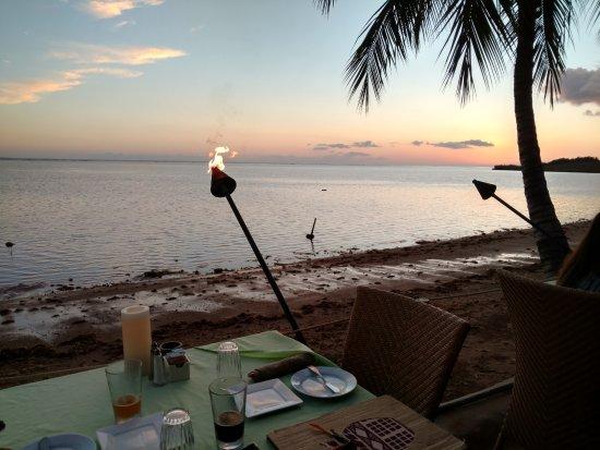 Kaunakakai, Hawái: Sunset at our table