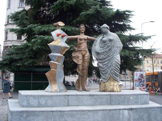 """Statua """"Le tre Grazie"""" di Salvatore Fiume"""