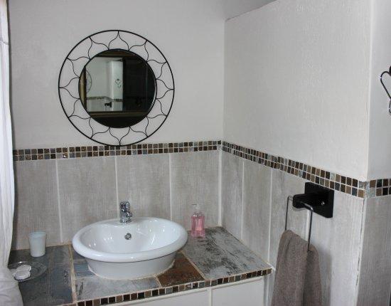 Potchefstroom, Νότια Αφρική: Butterfly (family room) bathroom.