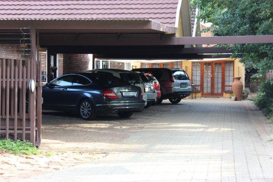 Potchefstroom, Νότια Αφρική: Secure covered parking area.