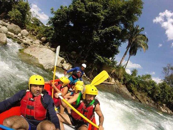 Haciendo Rafting en el río Siniguis en Barinas, un excelente guía de gran experiencia.