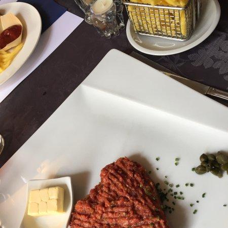 Cugy, Swiss: Tartare de bœuf et frites