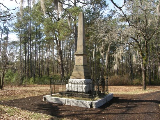 Currie, NC: Several memorials are found along the trail leading through the Moore's Creek battleground.
