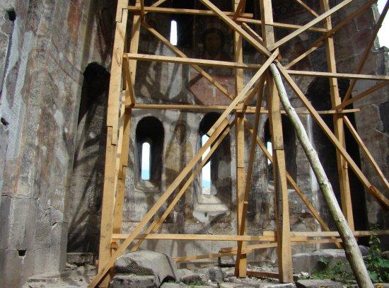 Lori Province, أرمينيا: Монастырь Кобайр, идет рестоврация