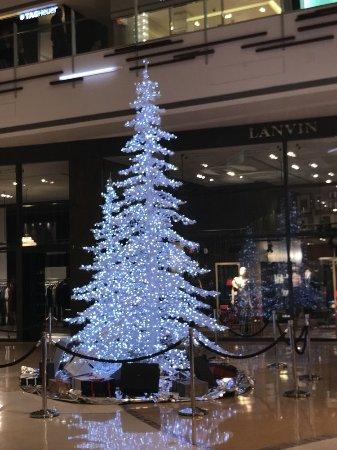 The Shops At Crystals: Christmas decor