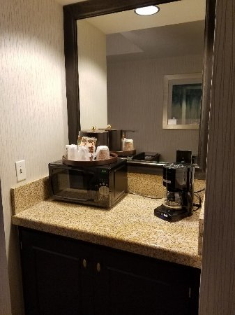 Gold Country Casino & Hotel: Between Bedroom and Bathroom Fridge Coffee Maker Microwave