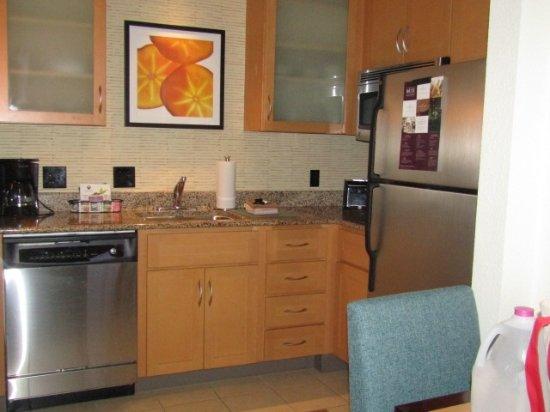 Residence Inn Harrisonburg : Great little kitchen