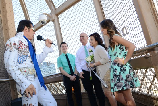 Vow Renewal On The Eiffel Tower With Elvis Picture Of Paris Las