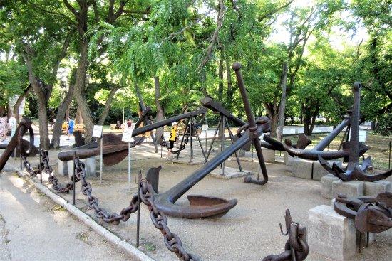Historical Boulevard: Севастополь. Музей якорей на Историческом бульваре.