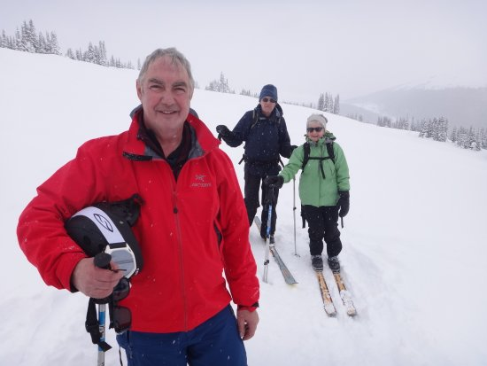 Purcell Mountain Lodge: ski trail friends
