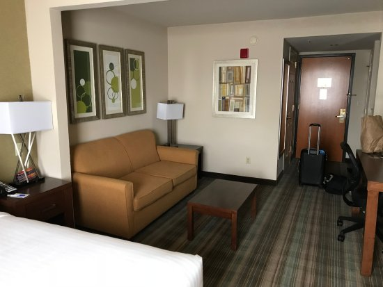 Holiday Inn Express San Francisco Airport-North: not bad for 100 a night?