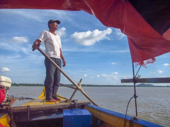 Cambodian Pride Tours - Day Tours: our boat captain, looking for river dolphins (he found them!)