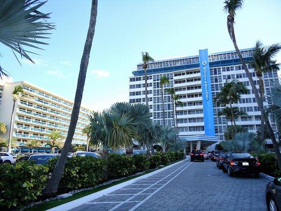 Ocean Manor Beach Resort Hotel: Frente del hotel