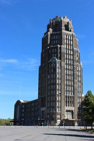 Buffalo Central Terminal: Exterior
