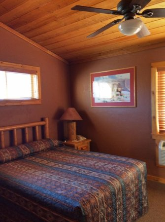 Red Cliffs Lodge: One of two bedrooms.
