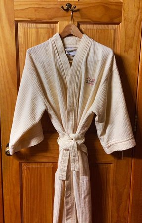 Red Cliffs Lodge: Robes for the guests to enjoy.