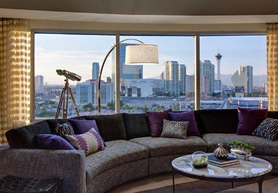 Renaissance Las Vegas Hotel: Guest room