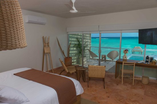 Blue Sky Tulum: Master Suite with Plunge Pool in the room and marvelous view to the ocean and our private dock