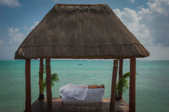 Bahía de Solimán, México: Our Spa provides massages in front of the sea