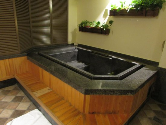 Chun Hui Yuan Resort: in-room tub