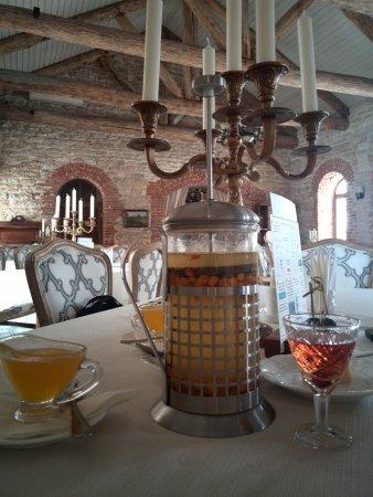 Restaurant Balmont: облепиховый чай с медом и клубничная настойка как комплимент от заведения