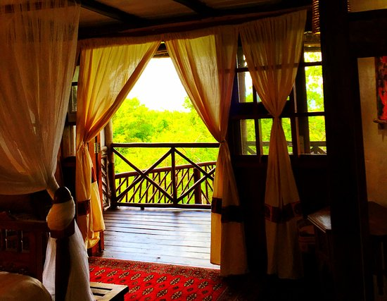 Kutani, Tanzania: This is the entry way into our two person villa suite.