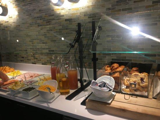 Renaissance Washington Dc Downtown Hotel Concierge Lounge Breakfast