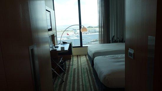 Novotel Auckland Airport: twin room