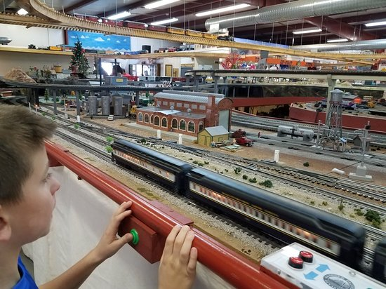 G scale layout - Picture of Gadsden-Pacific Division Toy Train