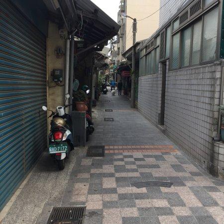 Leng Tih Tang: 路地がすごくわかりにくいです。 写真右手がお店です。