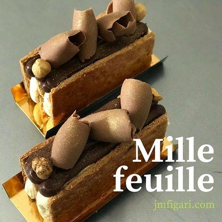 Figari, Frankrijk: Millefeuille : Crémeux vanillé/crémeux 64% de cacao manjari (Valrhona), copeaux de gianduja lait