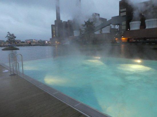 The Ritz-Carlton, Wolfsburg: Wasser ca. 28 Grad / Aussentemperatur ca. 3 Grad