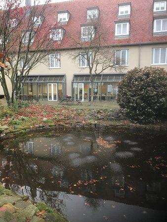 Leinsweiler, Jerman: Blick auf den Seminarbereich vom Garten aus