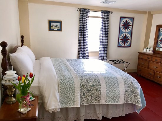 Storrs, CT: Room 4 is a bright room