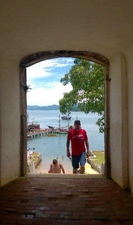 Fortaleza de Santa Cruz do Anhatomirim: Pórticos de entrada da ilha de Anhatomirim fortalezas