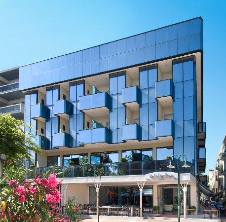 Hotel milton cattolica prezzi 2018 e recensioni for Hotel milton milano