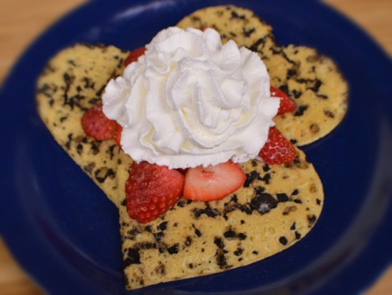 Persy's Place: Valentine Cakes with Oreo Crumbles