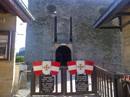 Château de Bouillon : castle entrance