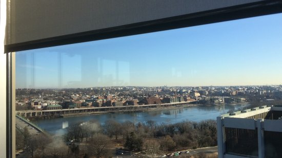Holiday Inn Rosslyn @ Key Bridge : View from bar/ restaurant