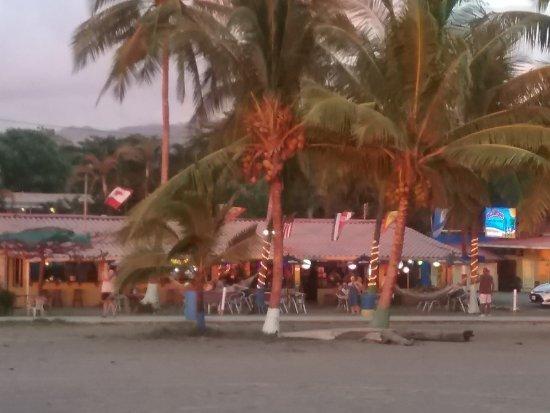 Clarita's Beach Bar & Sports Grill: Clarita's