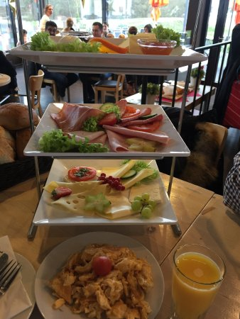 Montabaur, Đức: großes Frühstück