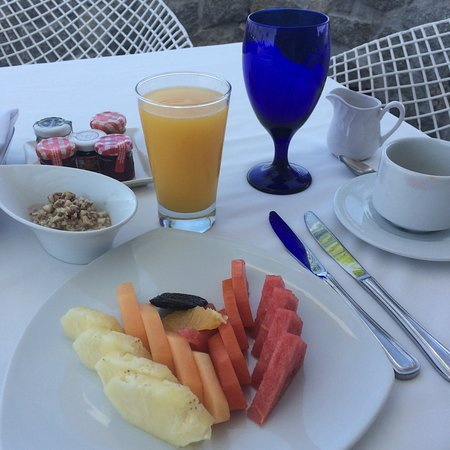 Las Brisas Acapulco: Fruit serving with breakfast