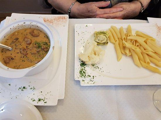 Seingbouse, France : Rognons à la crème et à la moutarde