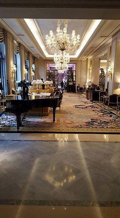 Four Seasons Hotel George V: Salon-bar