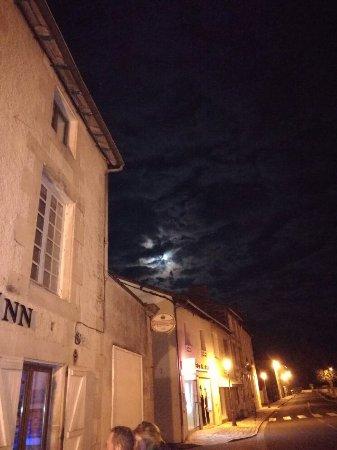 Charroux, فرنسا: IMG_20180202_225311_large.jpg